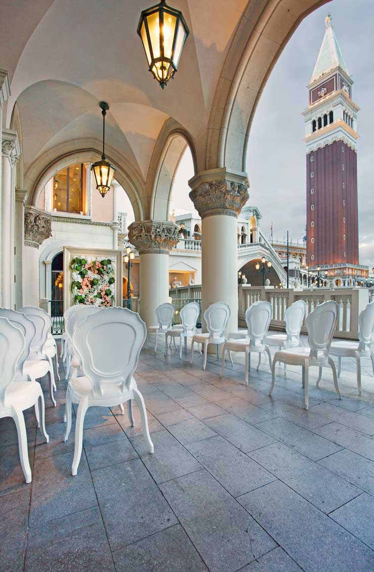 ROMANTIC WEDDING AT THE VENETIAN HOTEL